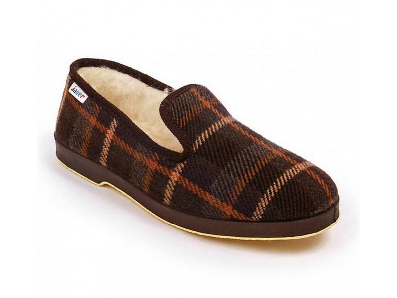 Zapatilla de paño de cuadros en color marrón